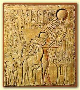 Echnaton mit Familie in Anbetung von Aton